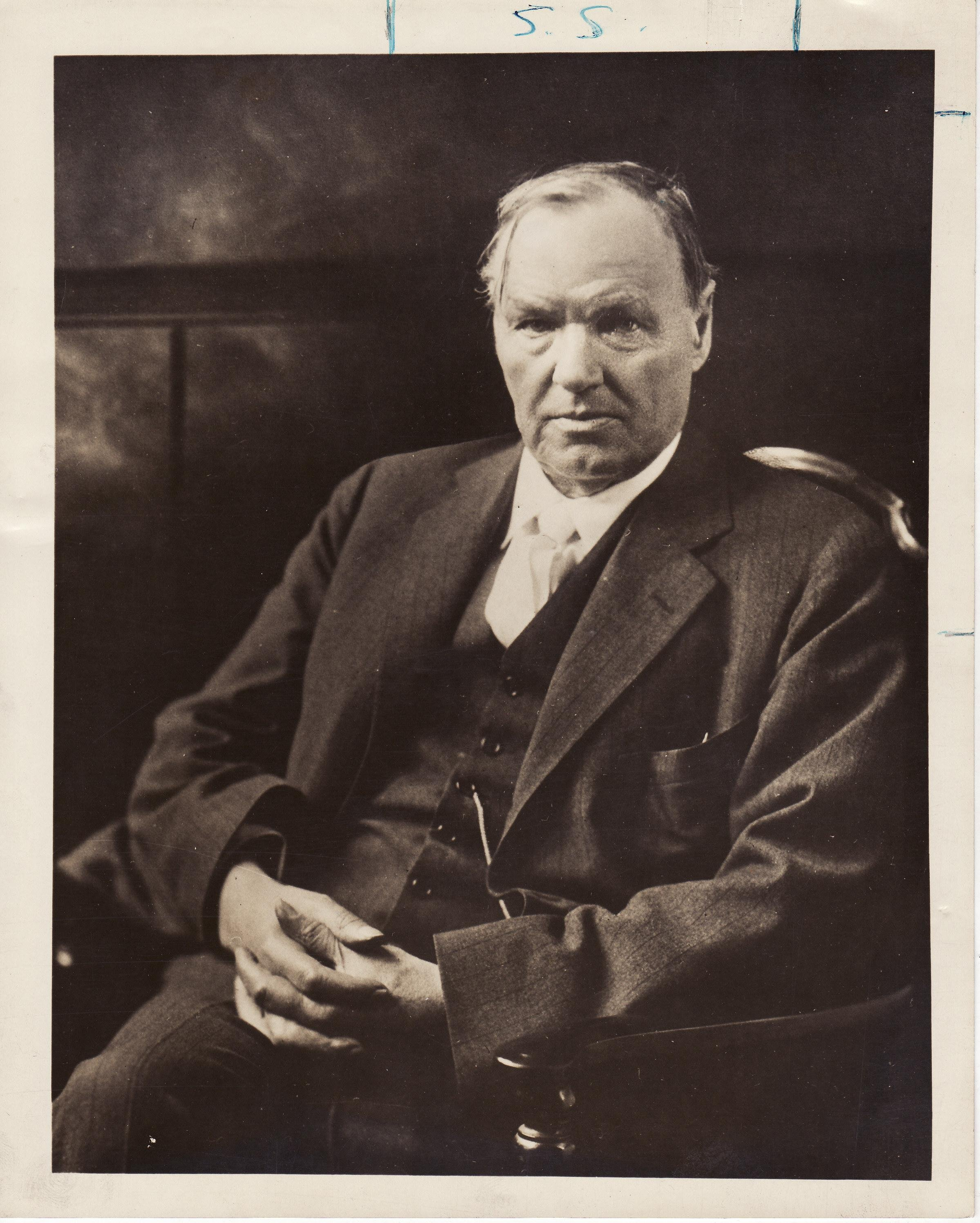 clarence darrow On a rainy night in los angeles in december 1911, clarence darrow arrived at the apartment of his mistress, mary field they sat at the kitchen table, beneath a bare overhead light, and she watched with dismay as he pulled a bottle of whiskey from one pocket of his overcoat and a handgun from the .